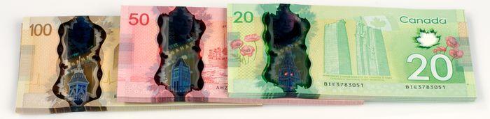 Новые полимерные банкноты Банка Канады в 100, 50, 20 долларов